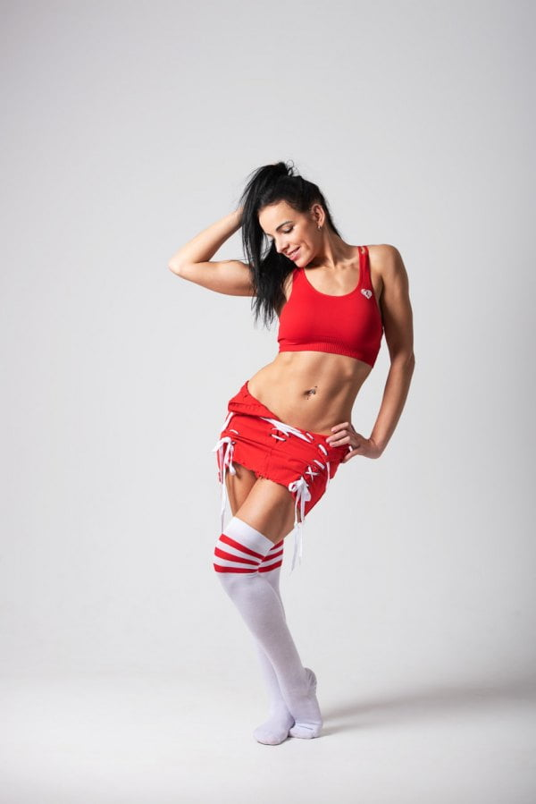 modelka w stroju sportowym w studio